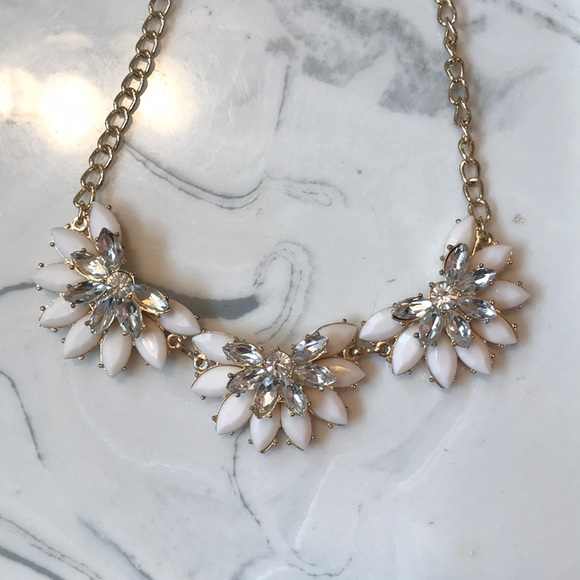 Charming charlie jewelry white flower statement necklace poshmark white flower statement necklace mightylinksfo